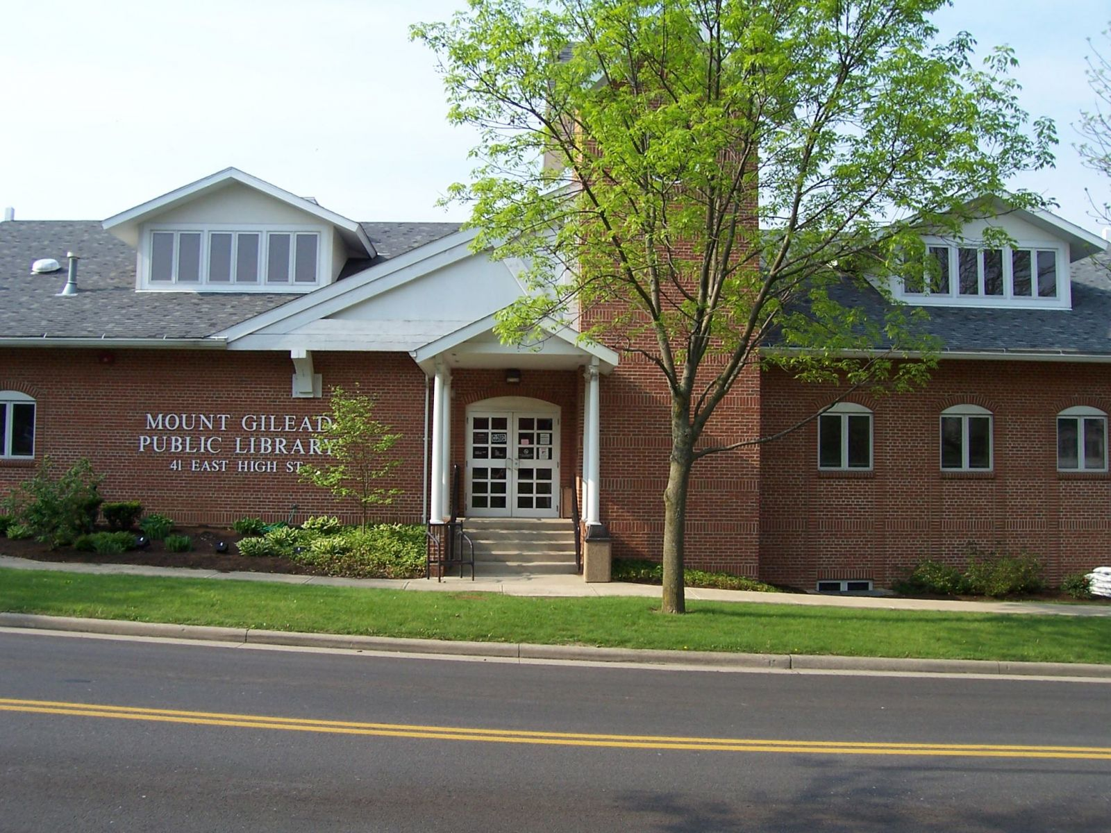Picture of the Mount Gilead Public Library - Main Street View